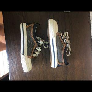 Oshkosh Toddler size 7 Shoes